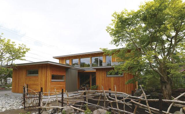 木をふんだんに使い、造作も豊富。リゾート気分を味わえる快適な家