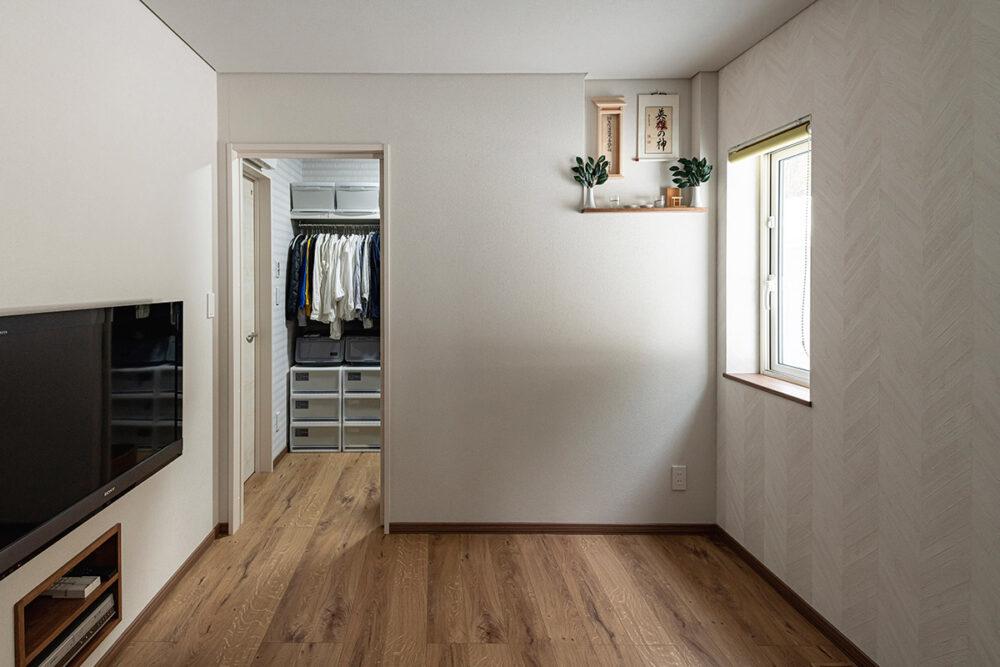 将来は1階だけで暮らせるようにと設けた洋室。2階への上り下りが辛くなったら、この部屋を寝室として使うことを想定している