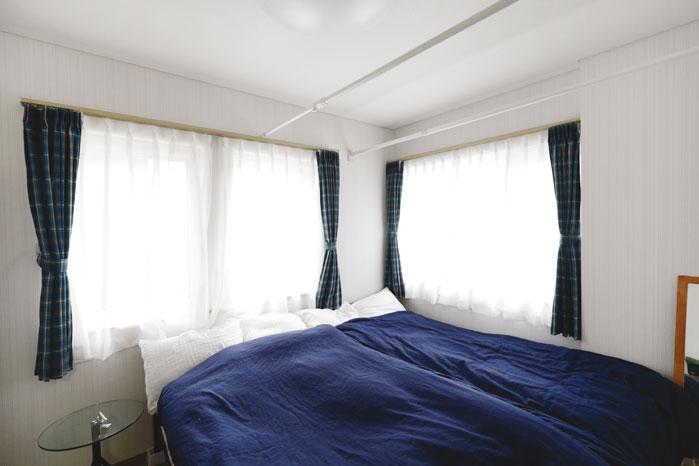 寝室も2面採光として、朝日が心地よい落ち着きのある空間となっている